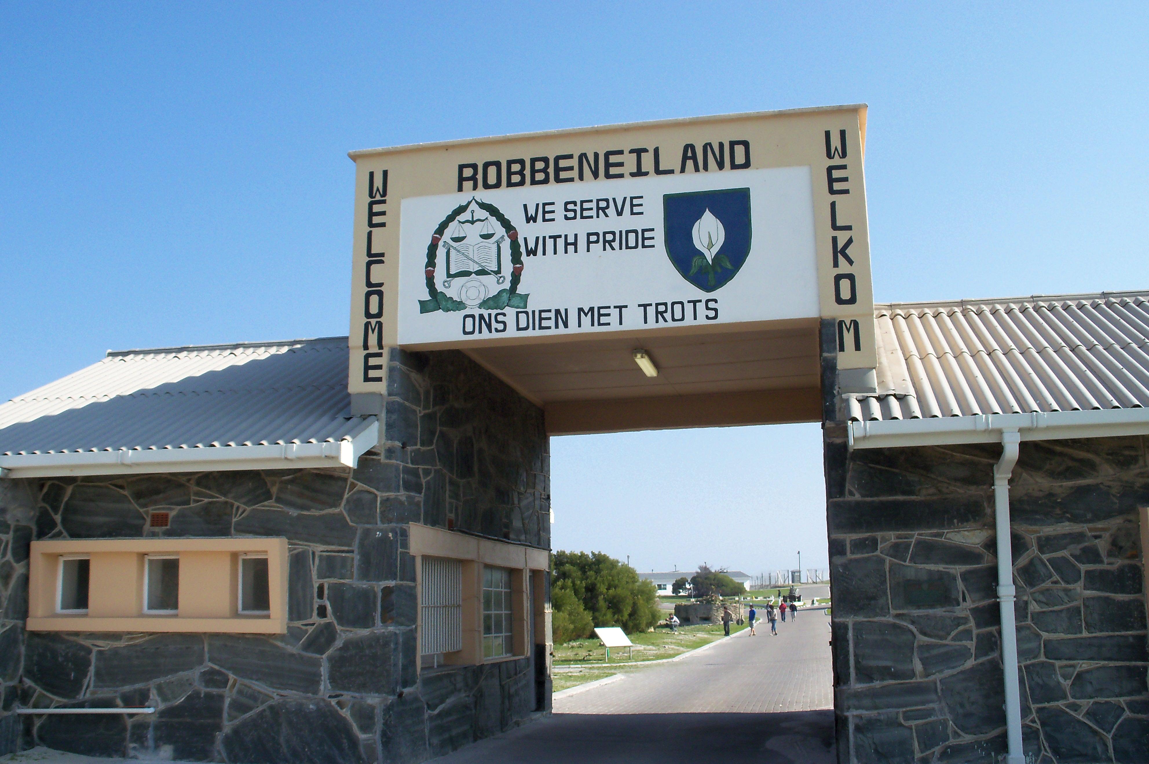 robben island Robben island (en anglais) ou robbeneiland (en afrikaans) est une île d'afrique du sud, située au large du cap, à 6,9 km à l'ouest de la côte de bloubergstrand.